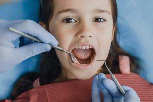 girl gets pediatric dentistry
